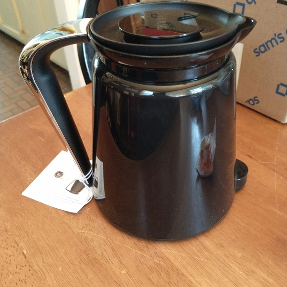New Keurig 2.0 Carafe and Cleaning Tool